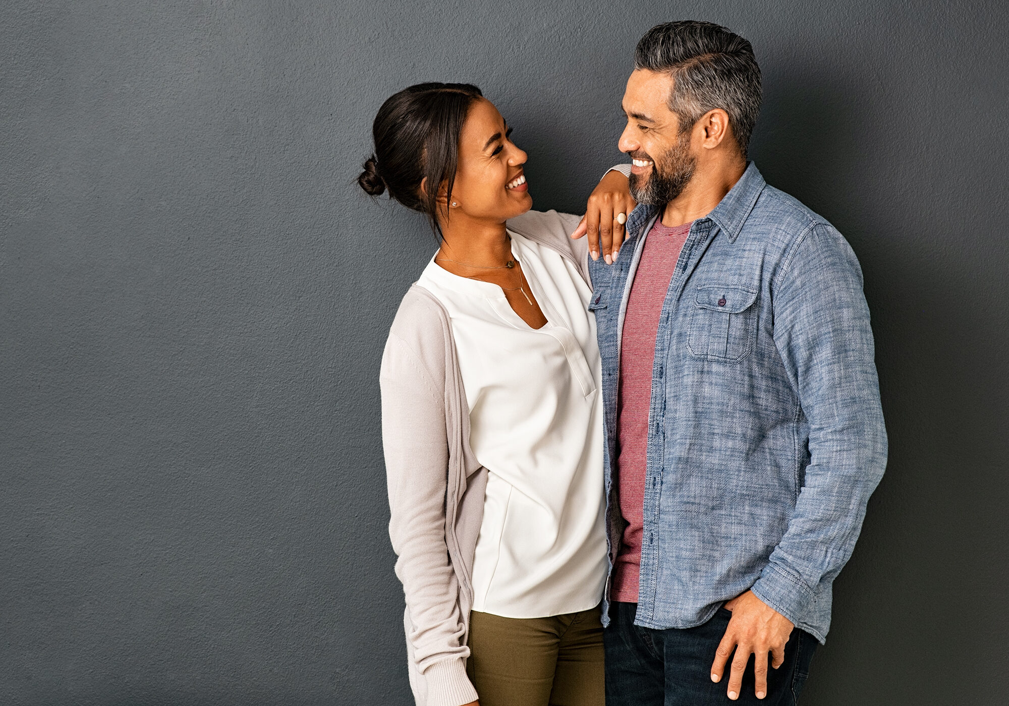 multiethnic-couple-looking-at-each-other-with-a-sm-Y4BC83A
